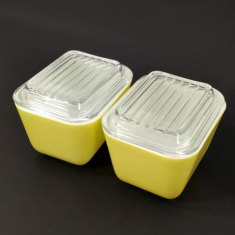 Pyrex Yellow Verde 501b Refrigerator Dish 1 1 2 Cup Set Of 2 With Ridged Lids Pyrex Vintage Kitchen Pyrex Cupping Set