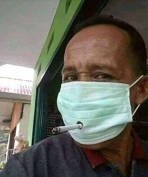 Esse cara deu um jeito para não ter que tirar a mascara…