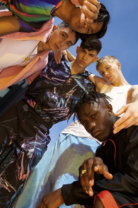 British Label Nasir Mazhar Teams With Topman The London-based designer, known for his exuberant streetwear aesthetic, has created a range. Film Photography, Editorial Photography, Fashion Photography, Group Photography Poses, Photo Trop Belle, Photographie Portrait Inspiration, Poses Photo, Group Poses, Shooting Photo