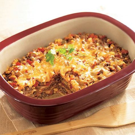 Family Burrito Bake Family Burrito Bake Family Burrito Bake - The Pampered Chef®<br> This deliciously clever casserole saves the hassle ofassembling individual burritos. Pampered Chef Recipes, Baker Recipes, Rockcrok Recipes, Mexican Food Recipes, New Recipes, Favorite Recipes, Healthy Recipes, Food Dishes, Main Dishes