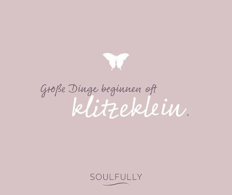 Ob Zitate, die ermutigen oder Komplimente, die das Herz erwärmen – wir sammeln die schönsten Sprüche für Euch. Wir wollen Euch inspirieren. Wollen Euch vor Augen halten, wie toll Ihr seid. Voller Hoffnung, dass wir Euch ein Lächeln auf die Lippen zaubern oder gar zu freudigen Luftsprüngen verhelfen, wünschen wir Euch viel Spaß beim Durchstöbern unserer allerliebsten Zitate.