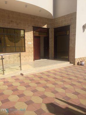 للبيع فيلا جديدة في الشارقة تقع في منطقة القوز واسط على شارع قار قريب من حديقة القوز أول ساكن 3 طوابق أرضي أول سطح5 غرف3 منها ما Flooring Tile Floor Texture