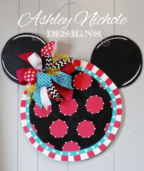 Having a MINNIE mouse themed party? This door hanger would be the perfect touch to your decor. Let us know which color scheme you are needing and any personalization preferences. You can have an initial painted in the middle of the piece, just tell us what letter you need in the text box above!!          Made of 1/4