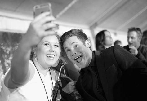 Pin for Later: Les People's Choice Awards 2016 Sont Encore Mieux en Noir et Blanc Adam DeVine