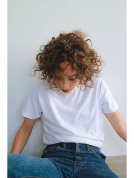 2019年夏 外国人の少年みたいなカーリーヘア Nanuk Shibuya ナヌーク のヘアスタイル Biglobeヘアスタイル 外国人 パーマ ヘアスタイル 仕事のヘアスタイル