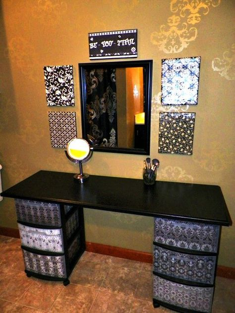 I've been spotting some fantastic DIY vanity mirror recently. Here are 13 ideas of DIY vanity mirror to beautify your room. Do It Yourself Furniture, Diy Furniture, Dresser Furniture, Bathroom Furniture, Furniture Makeover, Home Design, Interior Design, Makeup Table Vanity, Vanity Ideas