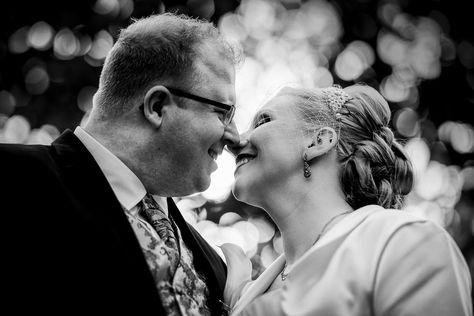 Der Erste Kuss Nach Der Trauung Oktober Hochzeit Hochzeitsfotografie Hochzeit