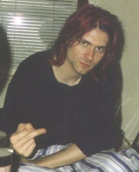 ~~ Free Birds ~~ Nirvana Kurt Cobain giving middle finger Nirvana Kurt Cobain, Kurt Corbain, Donald Cobain, Smells Like Teen Spirit, Ozzy Osbourne, Eddie Vedder, Foo Fighters, Keith Richards, Cultura Pop