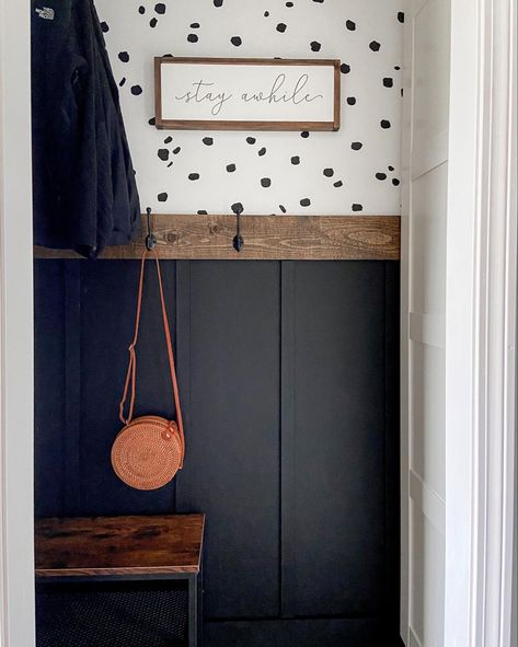 Entryway Closet, Home Diy, Updating House, Home Remodeling, Home Projects, Home Decor, Laundry Room Makeover, Closet Makeover, Entryway