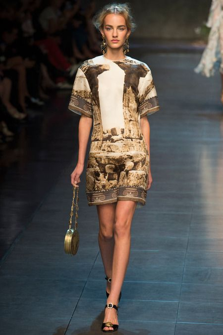 7a. Spring Dolce & Gabanna RTW 2014... Hair stlying is done in the roman style of a Tutulus