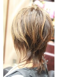 ミセスが挑戦したい ソフトウルフ デザインカラー ショートのヘア
