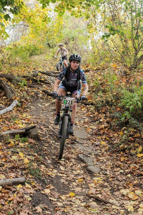 to Shred: A Beginner Mountain Bike Guide Mountain biking tips.Mountain biking tips. Mountain Biking Quotes, Mountain Biking Women, Mountain Bike Trails, Road Bike Women, Mountain Bicycle, Mtb Trails, Women Motorcycle, Motorcycle Helmets, Bike Shoes