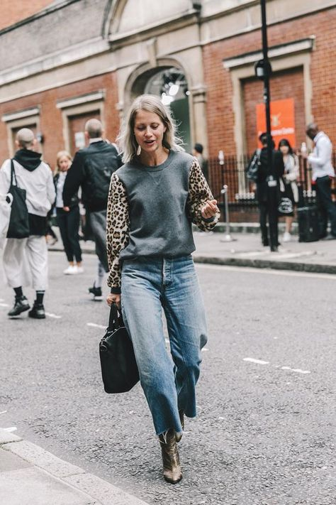 THE DAILEIGH Winter Wardrobe Essentials – CL / OT A simple gray sweatshirt sweater with sleeves in leopard print, wide leg jeans with cropped hem and gray sweater - Global Outfit Experts