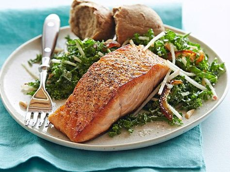 Quick and easy doesn't have to mean unhealthy. Check out this list of over 80 fun and healthy weeknight dinners!