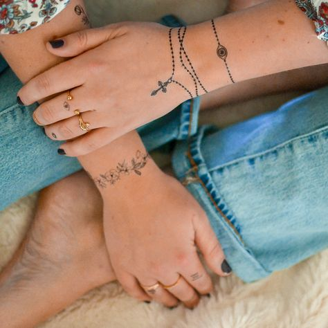 Give me all the jewelry-inspired tattoos 😍 These 2 from the Hailey collection are new faves!  #flashtat #tinytats #tinytattoos #minimalisttattoo #cutetattoos #inspo #tattoo
