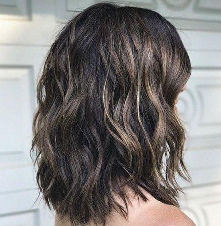 Choppy Haar Wellenformige Dicke Schulter Haarschnitt Haarschnitt Fur Dickes Haar Wellige Frisuren