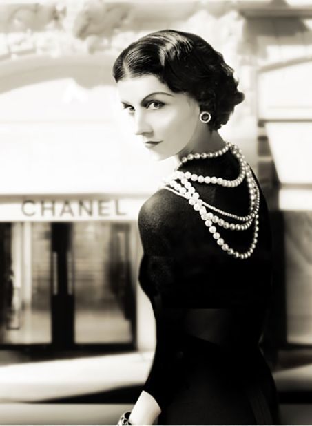 Top quotes by Coco Chanel-https://s-media-cache-ak0.pinimg.com/474x/d7/9f/f2/d79ff28378373f926397133a42520e6a.jpg