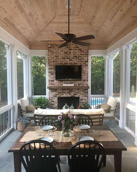 63 The Most Popular Outdoor Living Room Decoration Models Tips To Furnishing Your Outdoor Living Space 2 ~ Top Home Design Screened Porch Designs, Screened Porches, Covered Porches, Screened Porch Furniture, Covered Decks, Front Porch, Outdoor Covered Patios, Back Porch Designs, Screened Patio