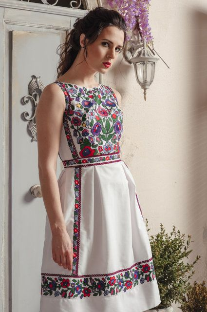 Open back dress for party with Ukrainian floral embroidery.