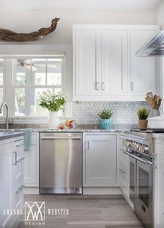 28 Well Accessorized Kitchens Beach Cottage Kitchens Kitchen