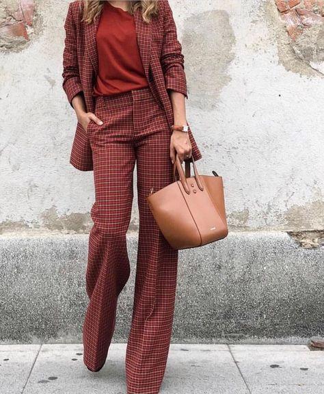 Fun retro matching pant suit in red and brown tones #pantsuit #retrosuit #powersuit