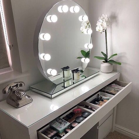 Halle Round Freestanding Hollywood Mirror In 2020 Diy Vanity Mirror Makeup Mirror With Lights Hollywood Mirror