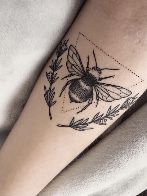 my happy lil bee with some rosemary! by Nicole Nowicki ( @ Tattoo Zoo Victoria B. Future Tattoos, New Tattoos, Body Art Tattoos, Small Tattoos, Sleeve Tattoos, Cool Tattoos, Tatoos, Friendship Symbol Tattoos, New Beginning Tattoo