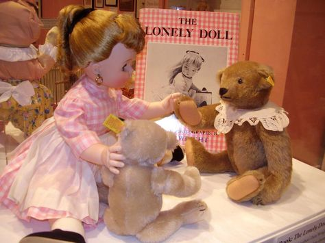 Edith, a lonely doll, finally finds her friends, Mr. Bear and Little Bear, in this charming tale.