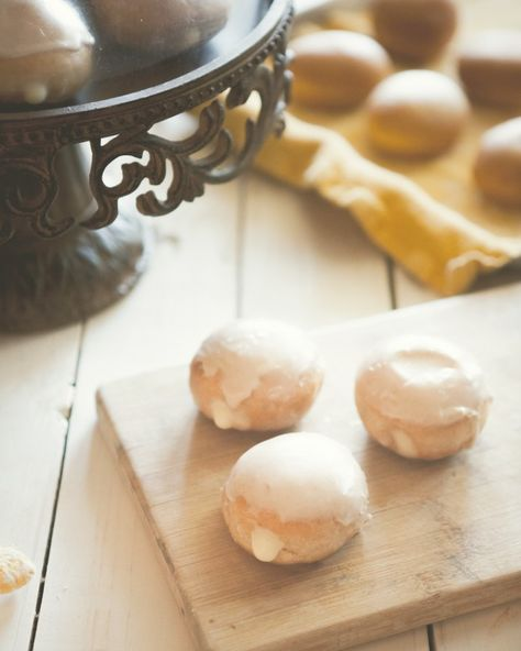 Maple Cream Filled Fall Spice Doughnuts at Chasing Delicious. Recipe by @Russell Sese Sese Sese Sese van Kraayenburg