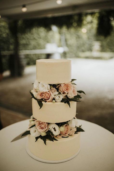Romantic three-tier floating buttercream wedding cake with fresh roses. The tier... #buttercream #cake #Floating #Fresh #Romantic #roses #threetier #blushcakes