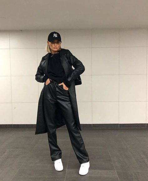 Art_second_maria discovered by @eva_vanassche Mode Outfits, Trendy Outfits, Fall Outfits, Fashion Outfits, Womens Fashion, Black Outfits, Travel Outfits, Celebrity Outfits, Fashion Trends