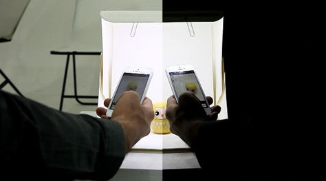 Check out this foldable photo studio that lets you take quality photos on your smartphone.