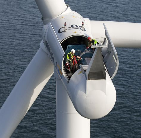 Servicing the nacelle of a turbine at Lillgrund - a Danish - windfarm project manager sample resume