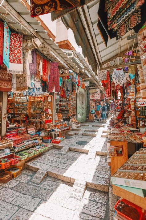 Getting 'lost' in the markets of the old city of Jerusalem. Did you know there are 4 parts of the old city? (I didn't till we arrived… Jerusalem Travel, Old City Jerusalem, The Places Youll Go, Places To Visit, Terra Santa, Israel Travel, Israel Trip, Thinking Day, Holy Land