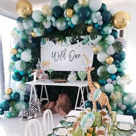 Safari Party Decorations, First Birthday Party Decorations, Baby Shower Decorations For Boys, Boy Baby Shower Themes, Baby Shower Balloons, Jungle Theme Baby Shower, Jungle Theme Parties, Balloon Decoration For Birthday, Babyshower Themes For Boys