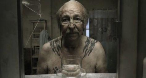 Le Miroir: storia di un uomo davanti allo specchio del #bagno > un #video da vedere! :)