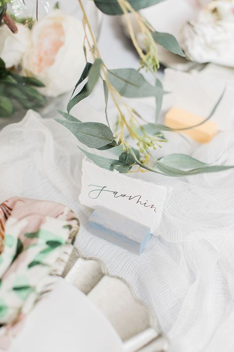 Wooden color-stained wedding bridal shower place card holders with modern calligraphy on handmade paper for chic table setting #tablesettings #placecards #weddingdetails #wedding #weddingideas #diywedding #calligraphy #placesetting