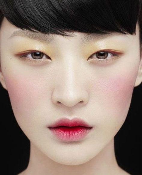 Korean makeup tutorial & beauty secrets . Step by step makeup tutorial . | http://makeuptutorials.com/makeup-tutorials-how-to-do-9-korean-makeup-looks/