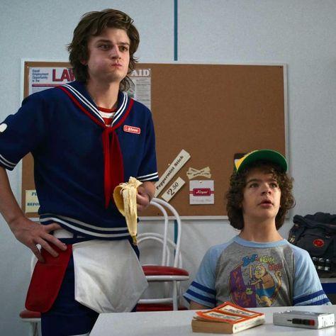 Stranger Things Steve and Dustin, Joe Keery, Gaten Matarazzo, Scoops Ahoy, banana, Season 3