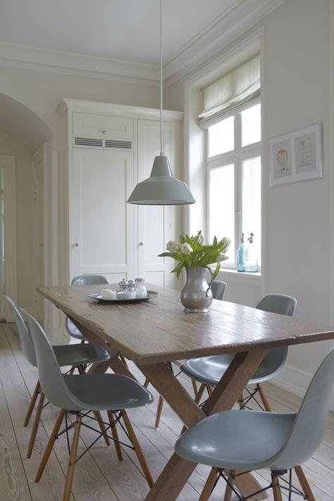 Pale grey/blue eames chairs. Forside - Høgh Bloggen - design & livsstil