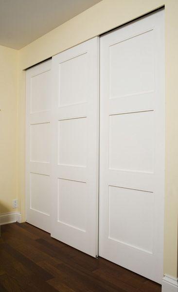 Placard à portes coulissantes par Zeloko Sous sol, Armoires and - porte d armoire coulissante
