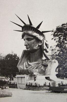 Exposition universelle de Paris: statue de la Liberté.