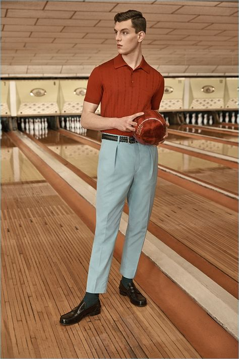 MR PORTER teamed up with PRADA to launch an exclusive capsule collection rooted in bowling nostalgia. This is PRADA's first menswear exclusive with an online retail partner. 50s Outfits, Vintage Outfits, Cool Outfits, 1960s Fashion Mens, Vintage Fashion, Classic Mens Fashion, Retro Fashion 50s, Polo Fashion, Trousers Fashion