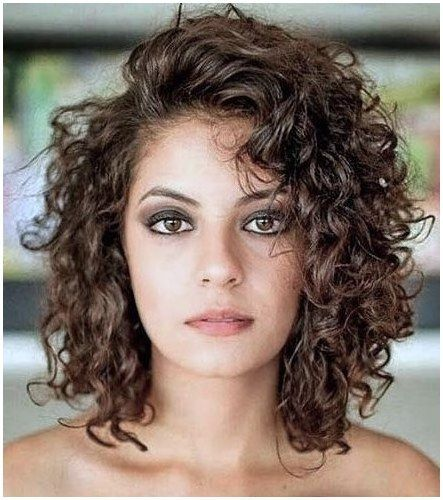 The Best Haircuts For Square Face Shapes Jennifer Garners Long Wavy Hair With Side Swept Bangs Curly Hair Styles Medium Curly Hair Styles Medium Hair Styles