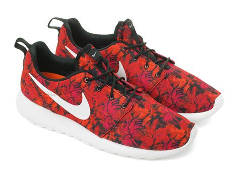 ee92af12ddfd Nike Roshe Run Print - Burgundy Floral