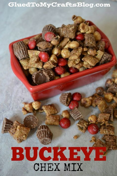 ohio state buckeyes The easiest Buckeye Chex Mix recipe EVER! Perfect for football season and celebrating those Ohio State Buckeyes! Snack Mix Recipes, Yummy Snacks, Dog Food Recipes, Healthy Snacks, Yummy Food, Snack Mixes, Chex Recipes, Candy Recipes, Recipies