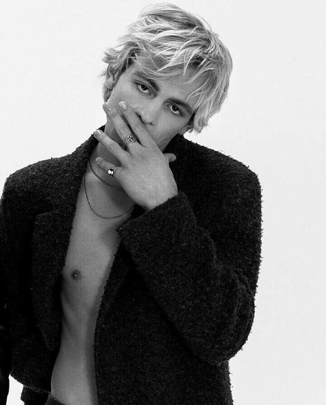 I just created this account to support because he inspires me a lot, I love the music of and The Driver Era and I like him since In this account I'll be posting photos and videos of him, hope you like it. Beautiful Boys, Pretty Boys, Beautiful People, Hey Gorgeous, Ross Lynch Hot, Riker Lynch, Rocky Lynch, Celebrity Crush, Celebrity Dads