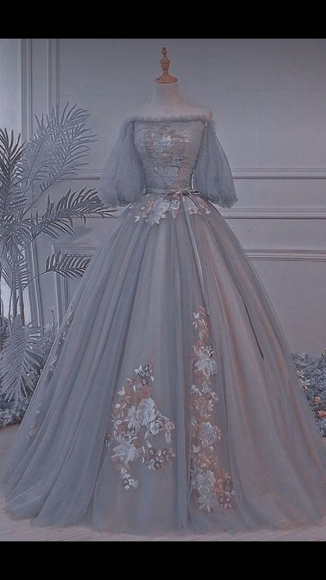 Pretty Prom Dresses, Elegant Dresses, Cute Dresses, Vintage Dresses, Beautiful Dresses, Sweet 15 Dresses, Vintage Ball Gowns, Blue Wedding Dresses, Princess Wedding Dresses