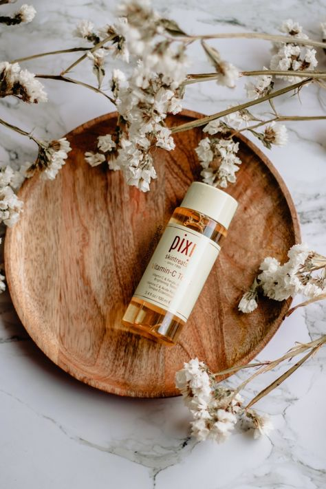 Pixi is a brand which I'm sure I don't have to introduce. You probably already heard about the cult Glow Tonic. Everyone loves it while my skin hates it. Hopefully, Pixi has a new skincare series… Flat Lay Photography, Beauty Photography, Product Photography, Photography Packaging, Photography Logos, Photography Backdrops, Commercial Photography, Digital Photography, Family Photography
