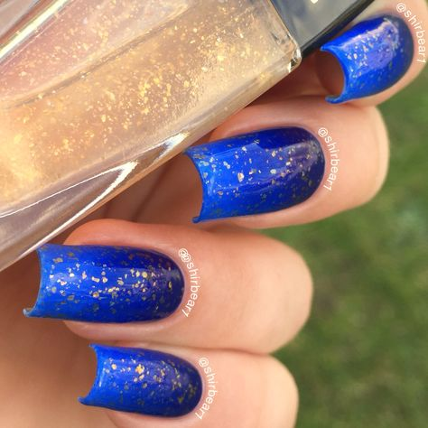 Blue Gradient with Gold Flakies nails, for more nail arts follow me on instagram and subscribe to my youtube channel at @shirbear1